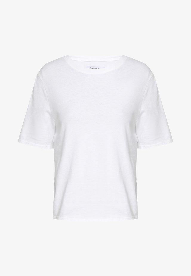 FRANKIE BOYFRIEND TEE - T-shirt basique - white