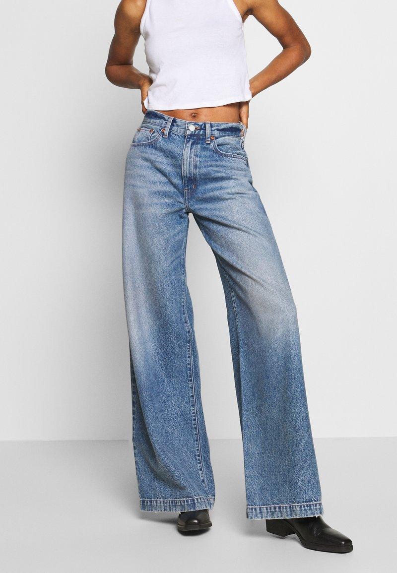 Ética - DEVON - Flared Jeans - titanic blue