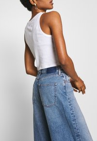 Ética - DEVON - Flared Jeans - titanic blue - 4