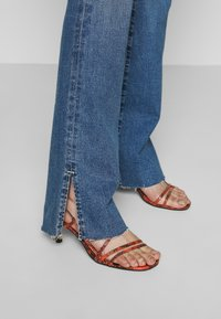 Ética - KELLY - Bootcut jeans - coyote creek - 4