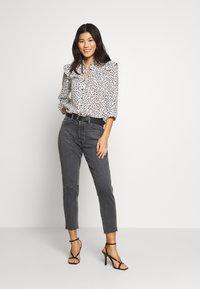 Ética - ALEX ANKLE - Jeans Tapered Fit - black denim - 1