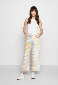 Ética - DEVON CROP - Flared Jeans - botanical - 1