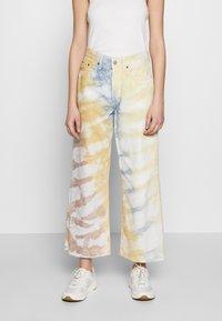 Ética - DEVON CROP - Flared Jeans - botanical - 0