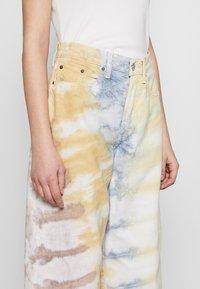 Ética - DEVON CROP - Flared Jeans - botanical - 3