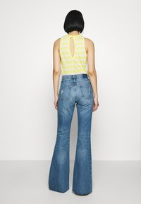 Ética - NINA - Flared Jeans - destroyed denim - 2
