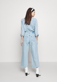 Ética - DEVON CROP - Flared jeans - mojave river - 2