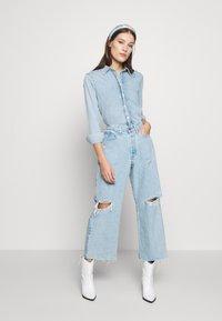 Ética - DEVON CROP - Flared jeans - mojave river - 1