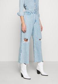 Ética - DEVON CROP - Flared Jeans - mojave river - 0