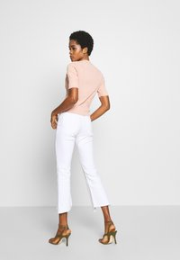 Ética - MICKI - Flared Jeans - white dawn - 2