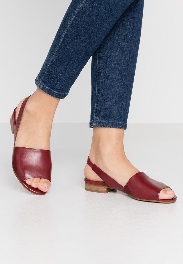 Sandały - sangria