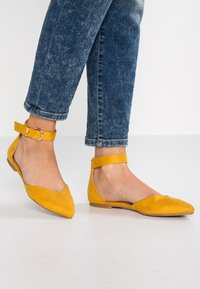 Even&Odd - Ankle strap ballet pumps - yellow - 0