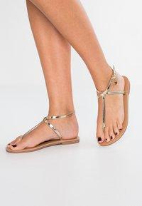 Even&Odd - Sandály s odděleným palcem - gold - 0