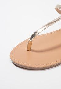 Even&Odd - Sandály s odděleným palcem - gold - 2