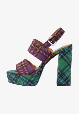 Sandaler med høye hæler - purple