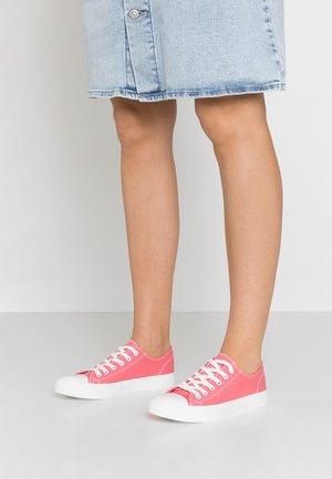 Sneakersy niskie - apricot