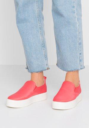 Nazouvací boty - coral