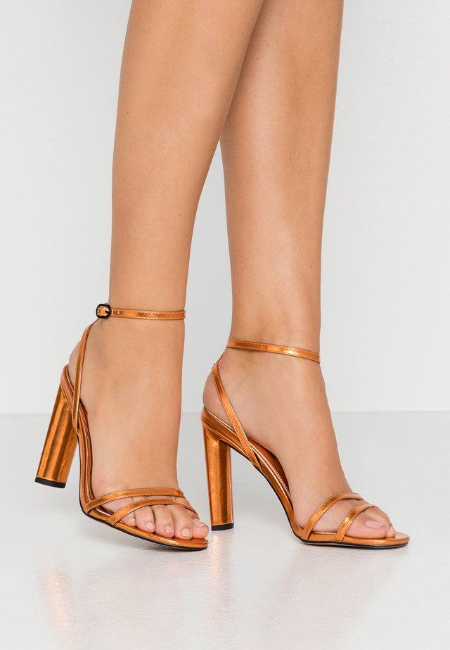 Sandales à talons hauts - orange