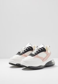 Even&Odd - Matalavartiset tennarit - white/pink - 4
