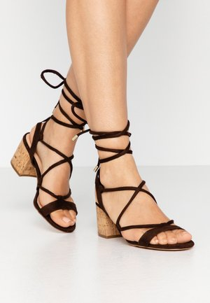 Sandalias - brown