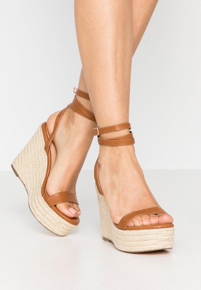 Højhælede sandaletter / Højhælede sandaler - cognac