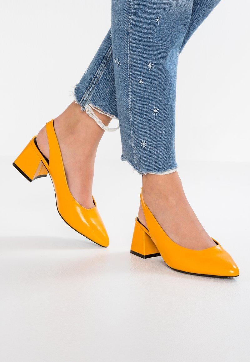 Even&Odd - Classic heels - yellow