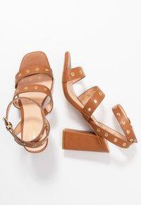 Even&Odd - Korolliset sandaalit - cognac - 3