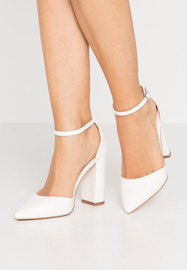 Klassiska pumps - white