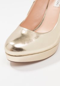 Even&Odd - Klassiska pumps - gold - 2