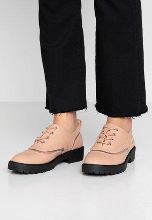 Šněrovací boty - nude