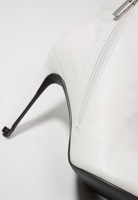 Even&Odd - Stivaletti con tacco - white - 2