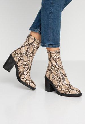 Kotníková obuv na vysokém podpatku - beige