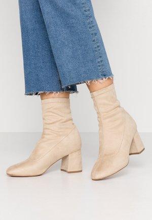 Kotníkové boty - beige