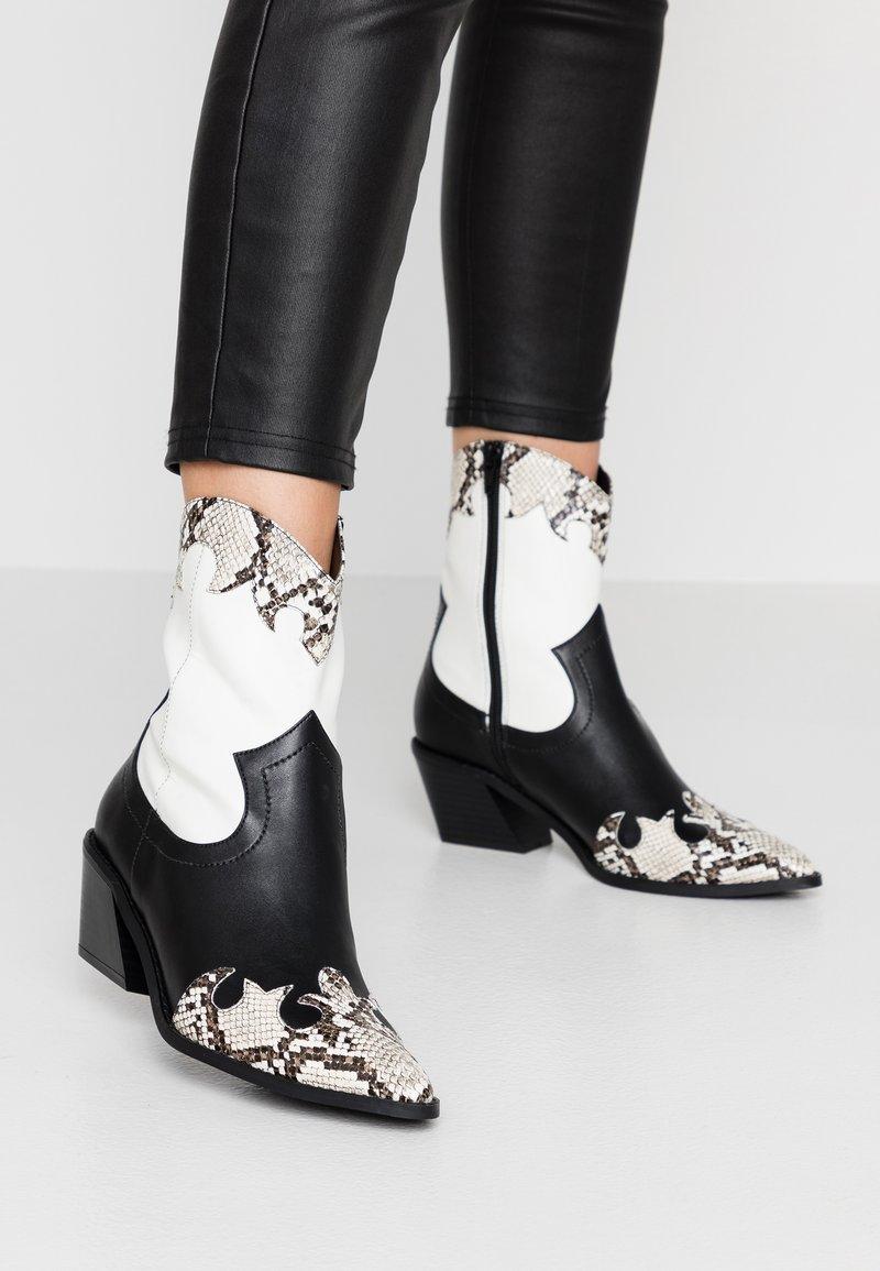Even&Odd - Cowboy/biker ankle boot - white/black