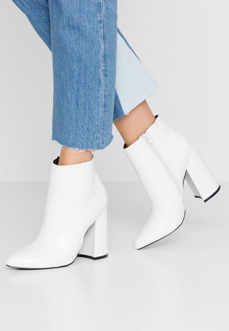 Even&Odd - Kotníková obuv na vysokém podpatku - white