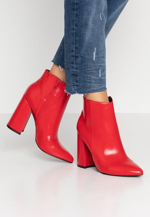 High Heel Stiefelette - red