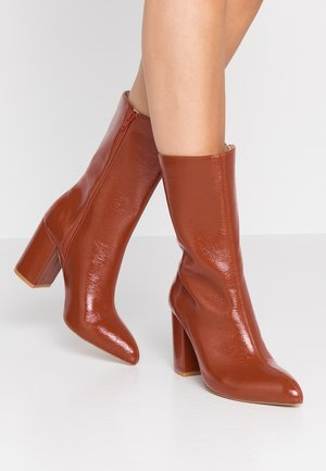 Laarzen met hoge hak - brown