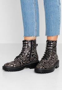 Even&Odd - Kotníkové boty na platformě - black/white - 0