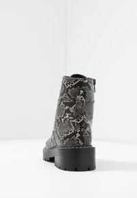 Even&Odd - Kotníkové boty na platformě - black/white - 5