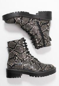Even&Odd - Kotníkové boty na platformě - black/white - 3