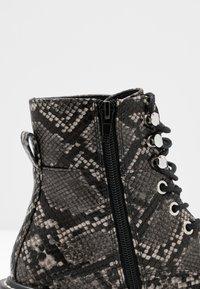 Even&Odd - Kotníkové boty na platformě - black/white - 2