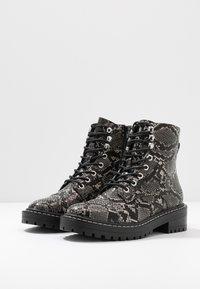 Even&Odd - Kotníkové boty na platformě - black/white - 4