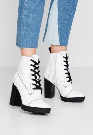 Kotníková obuv na vysokém podpatku - white