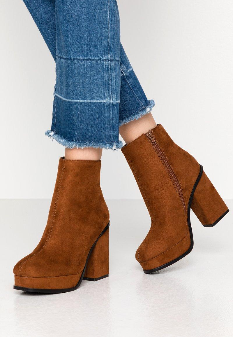 Even&Odd - Kotníková obuv na vysokém podpatku - cognac