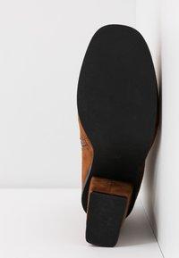 Even&Odd - Kotníková obuv na vysokém podpatku - cognac - 6