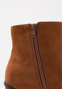 Even&Odd - Kotníková obuv na vysokém podpatku - cognac - 2