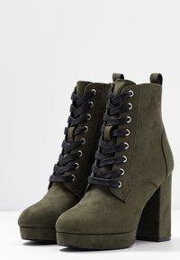 Even&Odd - Kotníková obuv na vysokém podpatku - khaki - 3