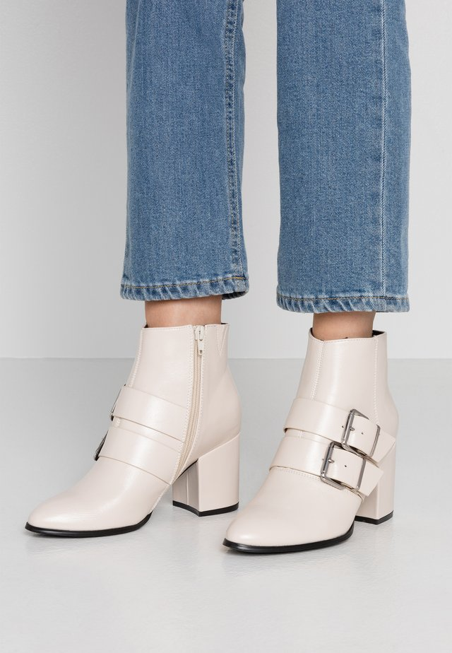 Ankle boot - white