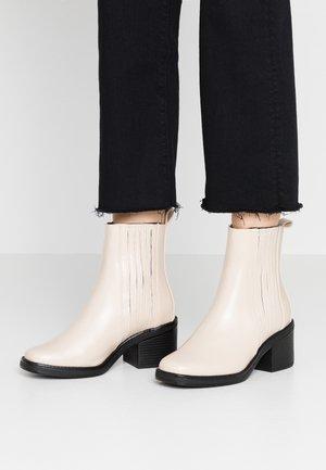 Støvletter - white