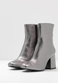 Even&Odd - LEATHER BOOTIE - Classic ankle boots - gunmetal