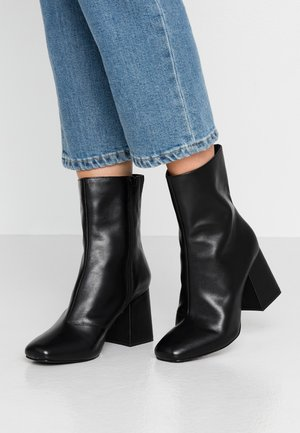 LEATHER BOOTIE - Støvletter - black